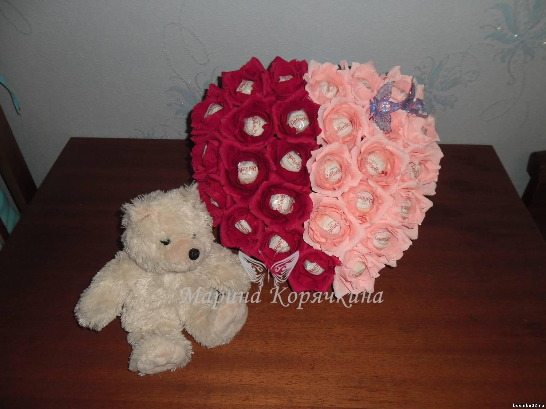 Розы из бумаги с конфетами пошаговое фото