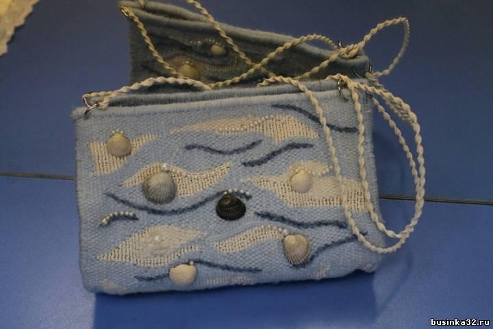 ...работы в технике гобелен: несколько видов панно и сумочку; яйца оплетённые бисером, шитая салфетка с инициалами.