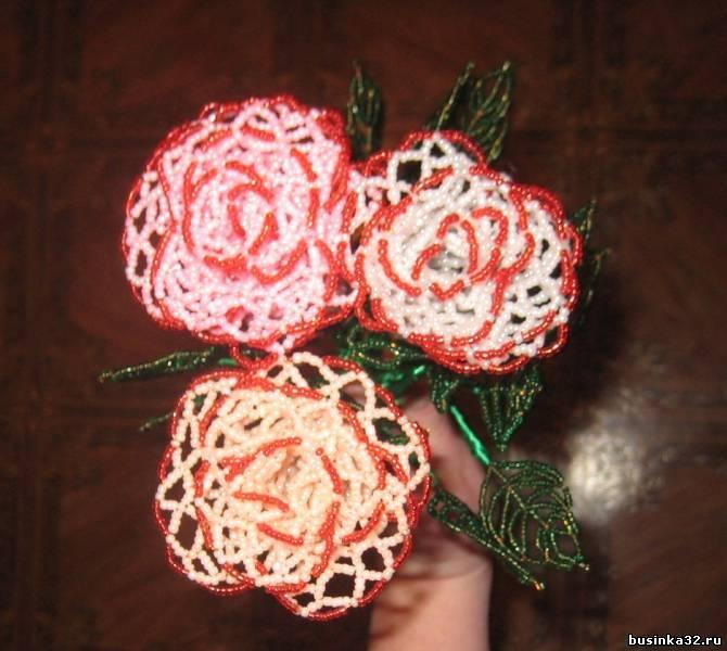 Ажурные розы из бисера.  Плетутся на одном дыхании.  Плела в подарок к новому году подруге, по совместительству.