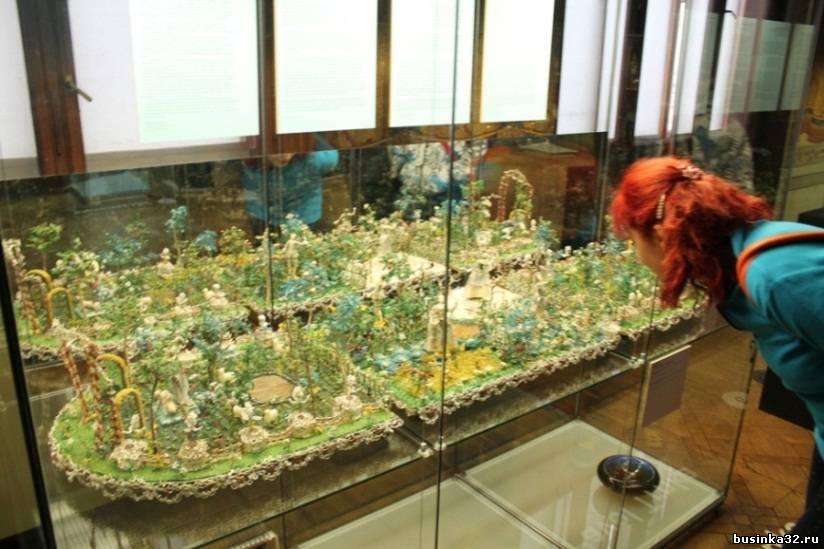 Целая композиция из бисера, поделок из природного материала, стекляруса и рубки.  Неповторимая по красоте и изяществу...