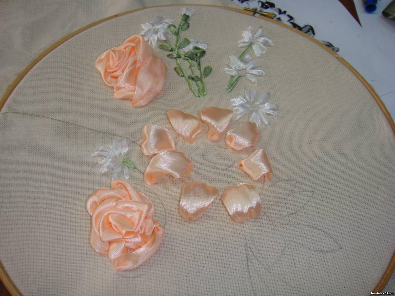 Вышивка лентами объёмные розы 18